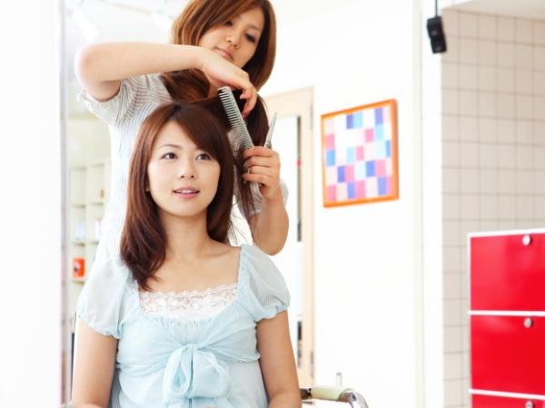 円形脱毛症は美容院で発見