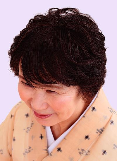ウィッグ髪型モデル 華やぎショートスタイル 左斜めから