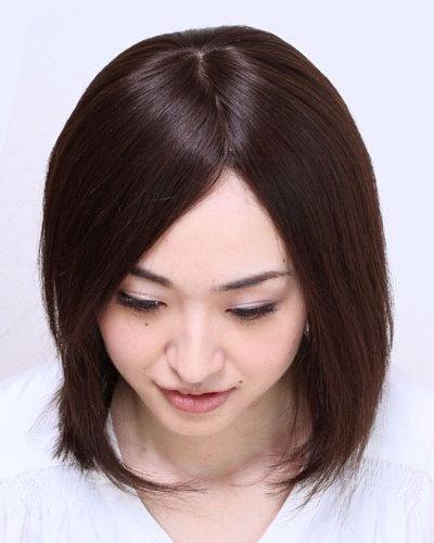 額や生え際を見せる髪型がこんなに自然